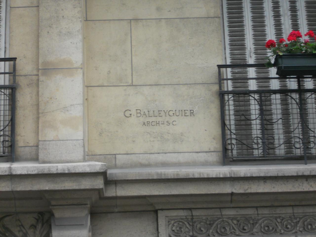 Signature sur immeuble du 23, Av Rapp