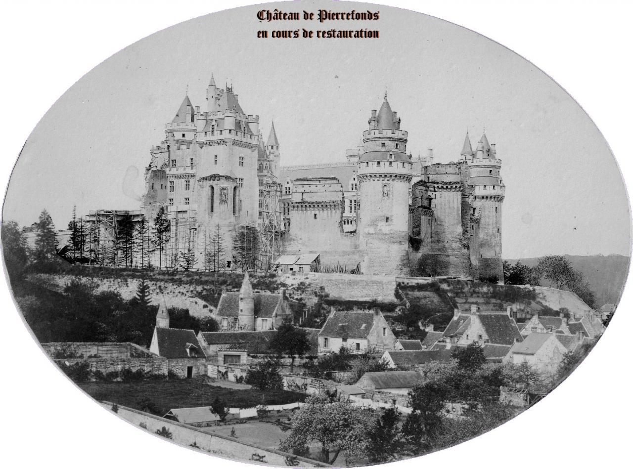 Château de Pierrefonds en cours de reconstruction