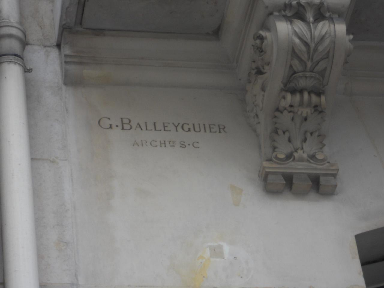 Signature sur la façade de la Société Générale